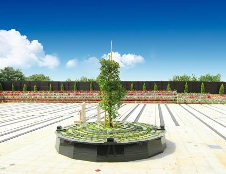 植栽豊富な霊園内