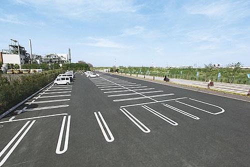 大型駐車場も完備。