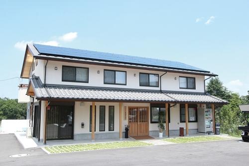管理棟 ソーラーパネルで稼働しています。
