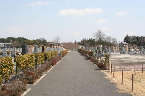苑内は、平坦なバリアフリー設計。