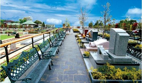 エリアサンモリッツ:高級感漂う高台にそびえ立つ、広々とした開放感溢れるエリアです。