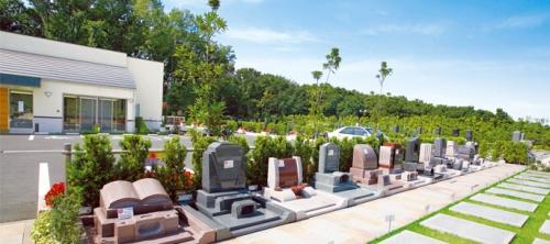 緑溢れる墓域