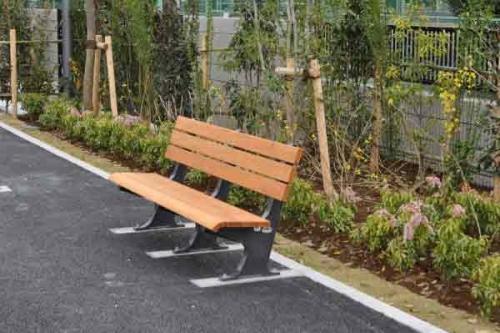 苑内にも休憩スペースを用意。