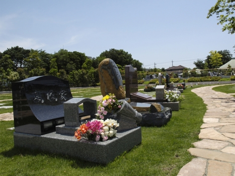 自由に墓石がデザインできるデザイン墓石を提供しています。