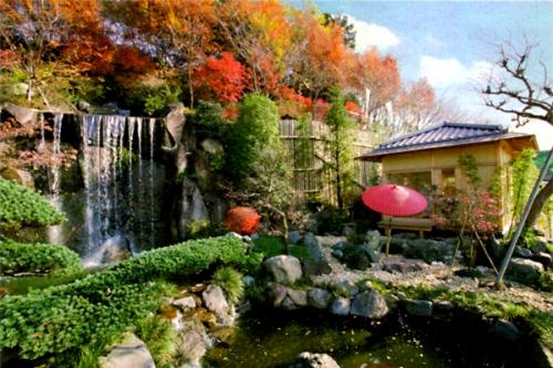四季折々の花が咲き 明るい雰囲気でお墓参りが出来る霊園墓地。