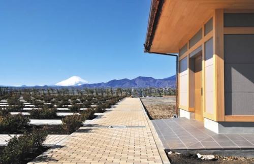 園内からの見晴しは美しく大山、丹沢山脈を望む好環境です。