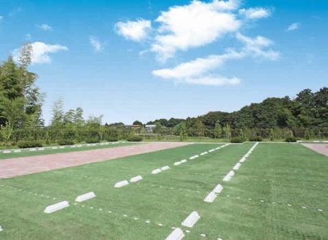 墓域に隣接した駐車場完備。