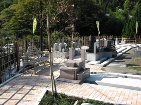 四季の緑と最新ガーデン霊園の植栽にあふれています。