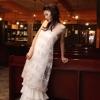 新井美乃里デザインの個性的なエンパイアドレス。上身頃のレースを外すとシンプルなスレンダードレスになります。