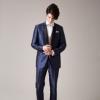 2色使いのショールカラーがセンスフル。シャンパンカラーのタイやベストがドレスとの相性も良く、着こなしの幅が広がるタキシードです。