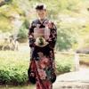 芳しい四季の花々をダイナミックに配した大変豪華な振袖です。子孫繁栄の願いがこめられた藤をはじめ、牡丹、菊、松などの吉祥文様を基調に大胆に彩りました。
