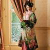 朱子織でしか表せない艶が特徴の緞子地(どんすじ)に、地緯(じぬき)に金箔を織り込んだ若竹色から百緑、そして常盤色への濃淡がひときわ美しい色打掛。  ※こちらの衣裳はプラン料金内の衣裳と異なるため、ご利用の際には差額をご負担いただきます。