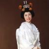 絹の光沢をふんだんに活かした白無垢。鶴の舞が印象的です。写真映えも素晴らしい白無垢です。