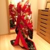松竹梅のお柄が古典的な色打掛です。 赤から黒のグラデーションになっているのでかっこよく、またスタイリッシュなデザインです。 掛け下、小物もオプションでご用意しております。