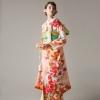 着物全体に咲き誇る桜や牡丹の花々、生き生きとした印象の若松が、新しい門出を明るく彩ります。ひわ色の帯にパステル系の小物ををあわせ、可愛らしい上品さを表現して。