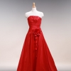 真紅の色が印象的。 アシンメトリーな切り替えがシャープでシンプルなドレス。サテンのドレープローズがポイント。