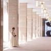 建築家「村野藤吾」氏設計の西館玄関に位置し、大理石を使った広々としたエントランスホールが優雅な雰囲気をたたえています。