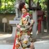 檜扇と松を全体に織り込んだ格調高い唐織打掛です。  ※こちらの衣裳はプラン料金内の衣裳と異なるため、ご利用の際には差額をご負担いただきます。