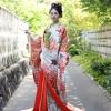 IKKOデザインの色打掛です。大胆に織り込まれた乱菊が格調高さを感じさせます。  ※こちらの衣裳はプラン料金内の衣裳と異なるため、ご利用の際には差額をご負担いただきます。