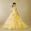 スカートは、パステル調のイエローとピンクのグラデーションをティアードに重ね、上品で可愛らしくデザインしました。白レースが花嫁様らしい品の良さを感じさせてくれます。