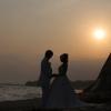お天気がよければ、七里ヶ浜から美しい夕日を眺めることができる。 夕日をバックに、ドラマチックなシーンを残してみては。  ※雨天の場合は、ホテル館内のフォトスポットでの撮影のみとなります。