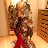 珍しいミックスカラーの生地を使用した色打掛です。 菊と鶴の刺繍がより華やかさを演出してくれます。 掛け下、小物もオプションでご用意しております。