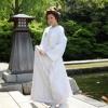 友禅の上に手刺繍と泊を施した贅沢な白無垢です。友禅作家の秋山章の作品です。  ※こちらの衣裳はプラン料金内の衣裳と異なるため、ご利用の際には差額をご負担いただきます。