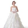 スカートのティアードが花嫁の動きに合わせてユラユラと踊る姿は、軽やかで可愛らしいデザインになっています。