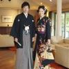 ゴールドの流水に梅柄、日本の伝統美、少し大人な女性をまとってください。髪飾りも華やかにアレンジしてください。