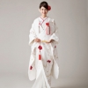 美しく品位があり、長寿の象徴として知られる鶴と、寒さ の中で百花に先がけて香り高い花を咲かせることから 吉祥文様とされる梅。それぞれ総刺繍で仕上げた図案と桜吹雪の地模様が豪華な白無垢です。